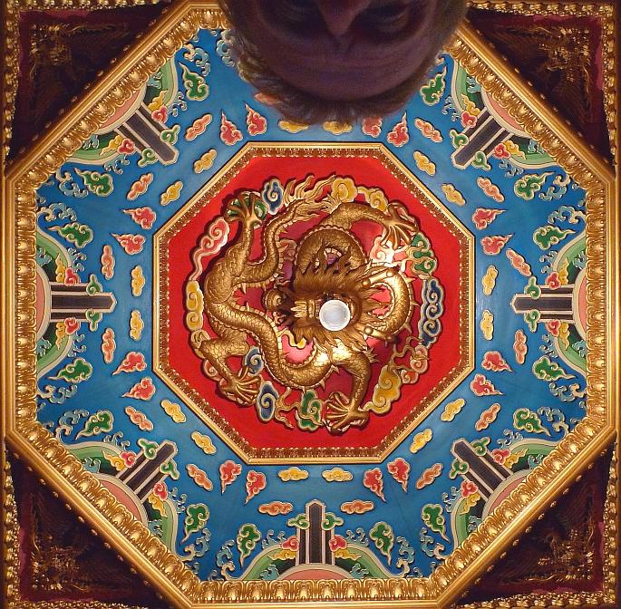 plafond van het afhaalgedeelte van chinees restaurant golden river